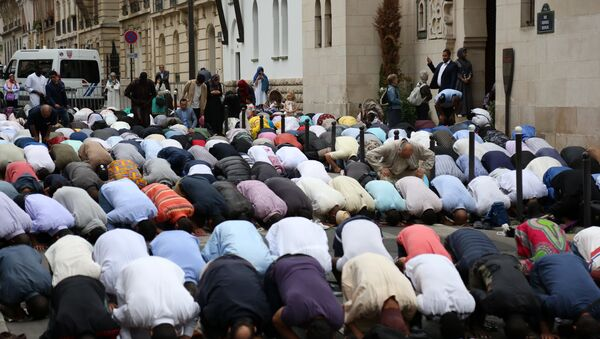 Muslims pray in the street outside The Grande Mosque in Paris on August 21, 2018, as they celebrate the first day of the Islamic Festival of Eid al-Adha. Muslims across the world are celebrating the annual festival of Eid al-Adha or the festival of sacrifice which marks the end of the Hajj pilgrimage to Mecca and commemorates prophet Abraham's readiness to sacrifice his son to show obedience to God - Sputnik International