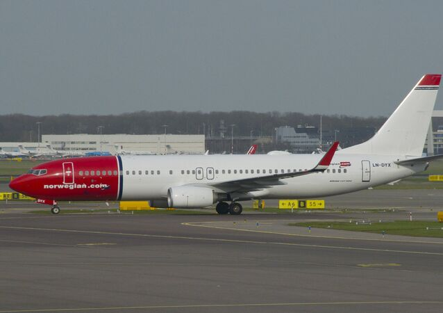 Aero Icarus Norwegian Air Shuttle Boeing 737-800