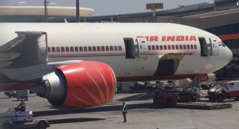 VT-ALM Boeing 777-337/ER (cn 36311/713) Air India