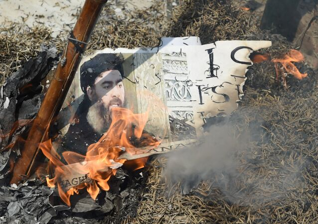 Indian Shiite Muslim demonstrators burn an effigy of the Islamic State group (ISIS) leader Abu Bakr al-Baghdadi during a protest in New Delhi on June 9, 2017