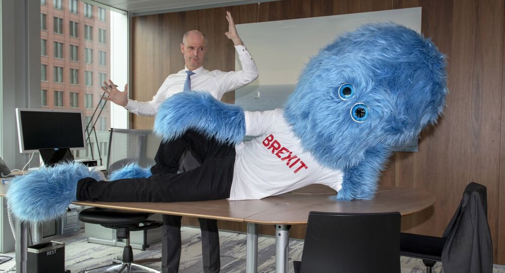 Dutch foreign minister Stef Blok poses with Brexit monster.