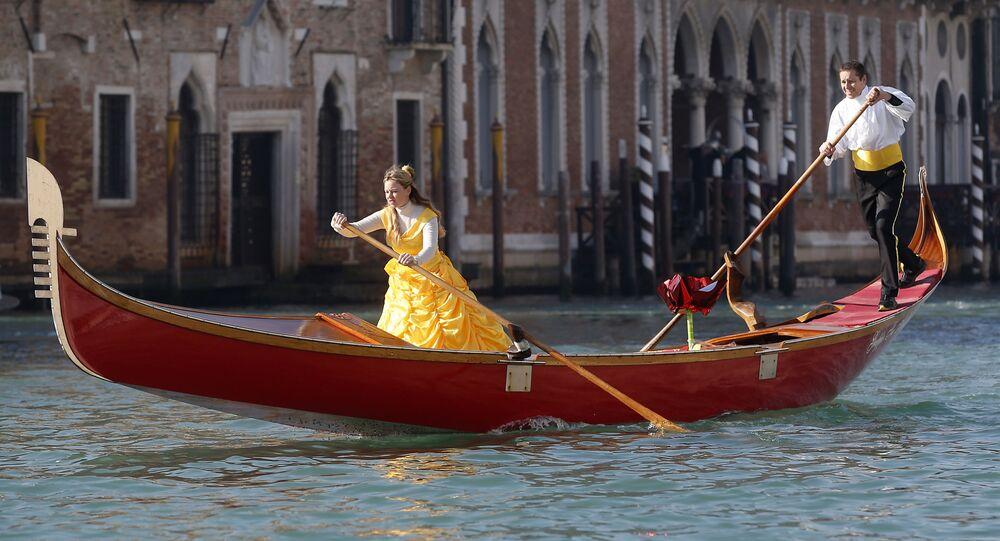 Участники Венецианского карнавала