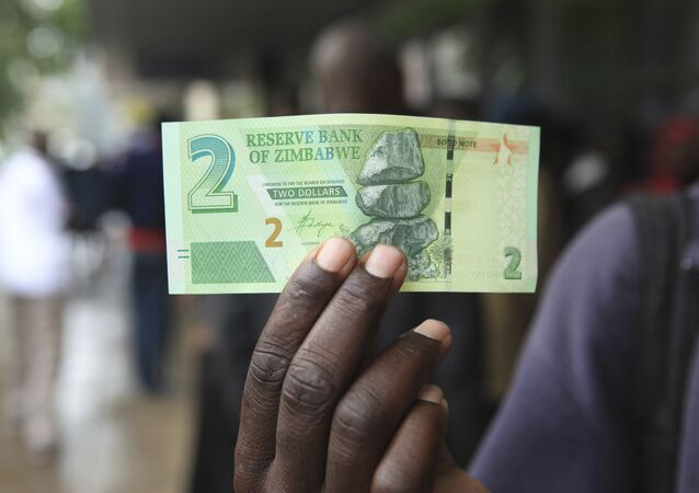 A man shows a new note introduced by the Reserve Bank of Zimbabwe in Harare, Monday, Nov, 28, 2016