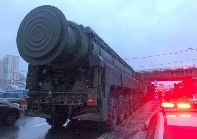 Yars stuck in traffic on the Moscow Ring Road.