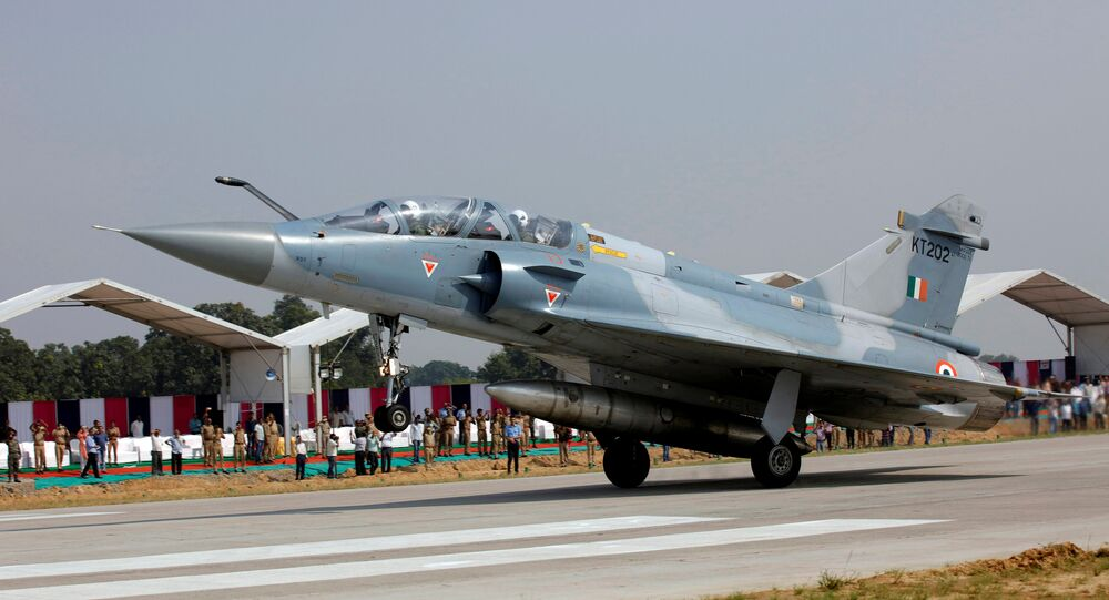Indian Air Force Mirage 2000 aircraft lands on the Agra-Lucknow expressway