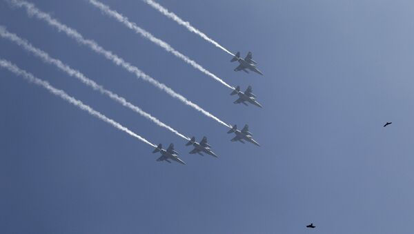 Indian Air Force Mirage 2000 fighters fly in formation - Sputnik International