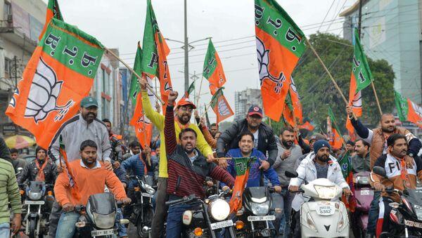 Indian Bharatiya Janata Party (BJP) workers hold BJP flags during a 'Vijay Sankalp' bike rally in Amritsar on March 2, 2019 - Sputnik International