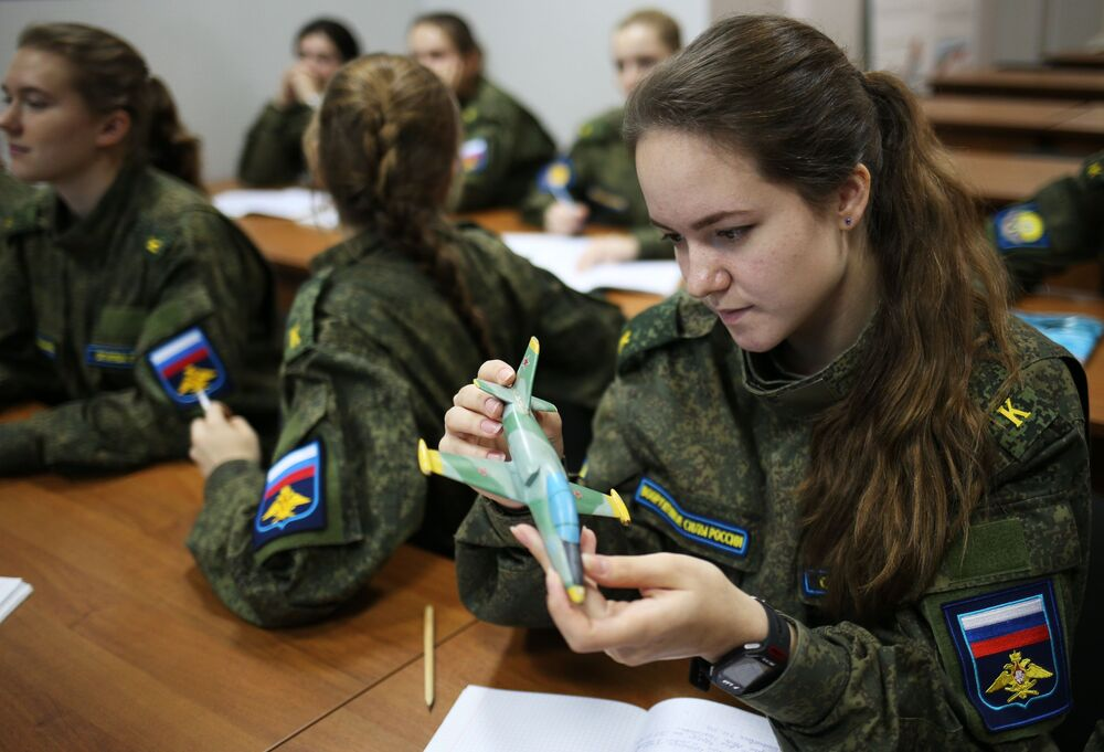 Russia S Real Secret Weapon Females Wear Military Uniforms Sputnik International