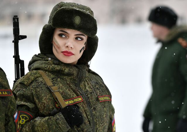 Makeup under Camouflage contest for female troops in Pereslavl-Zalessky