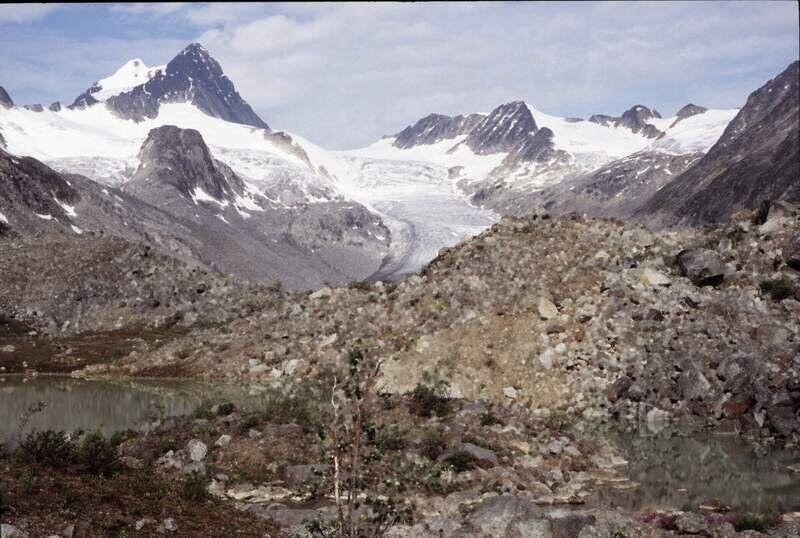 Image du Keele Peak prise depuis l'extrémité Sud du lac en 2005