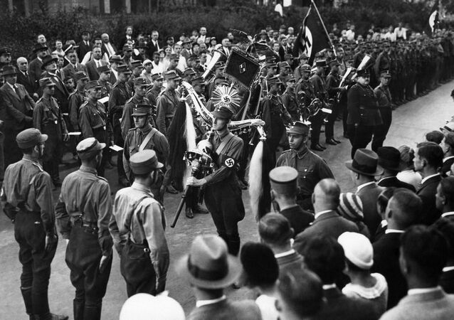 """National Socialist students of the Berlin University have solemnly received the old bell instrument of the former Fusilier regiment """"Queen Victoria of Sweden"""" in Berlin, Aug. 30, 1933"""