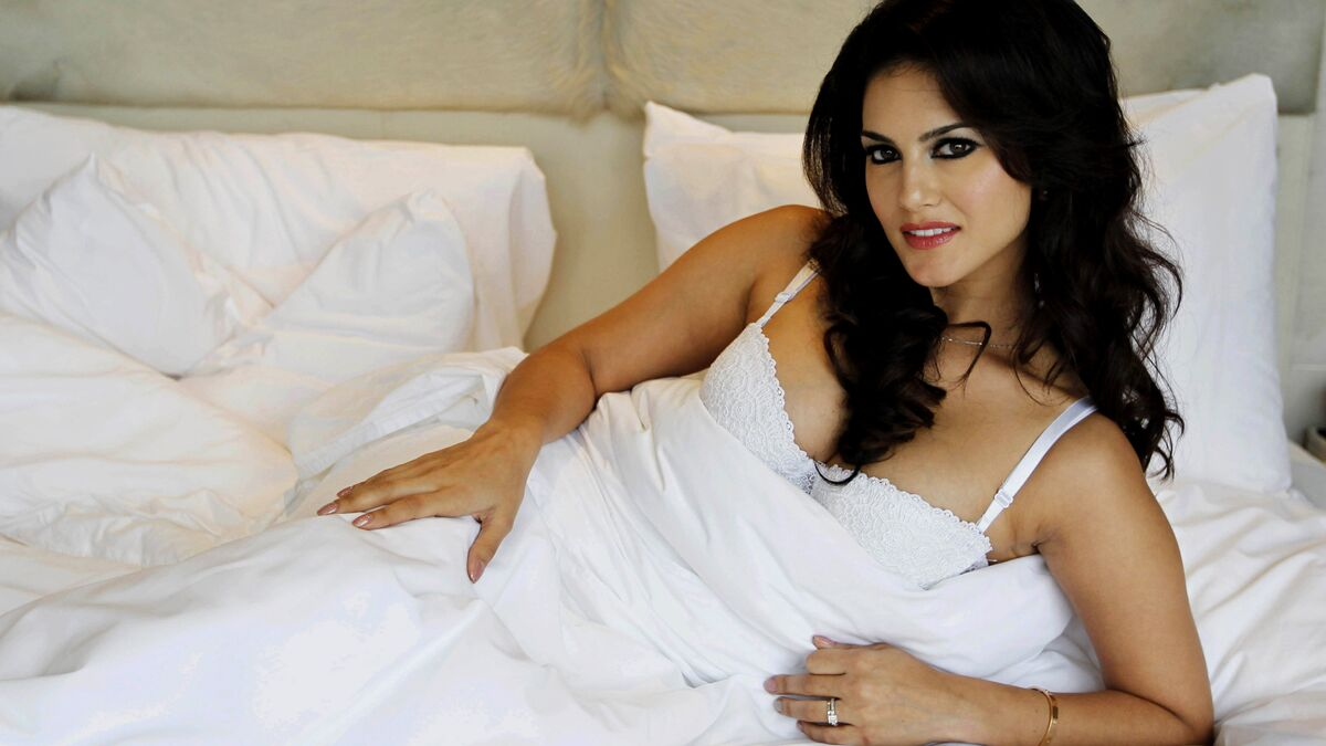 Ex Porn Star Sunny Leone Rebukes Indians In Us Over Closed