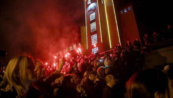Protesters demonstrate against Serbian President outside the state-run TV headquarters, on March 16, 2019 in Belgrade. - Sputnik International