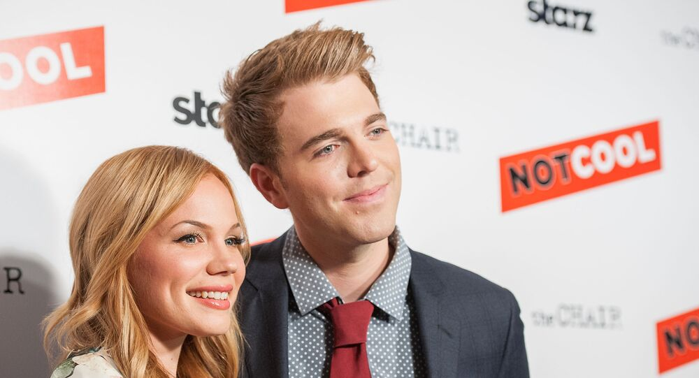 Lisa Schwartz (L) and Shane Dawson