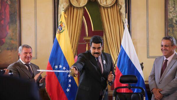 Venezuela's President Maduro holds a replica of Venezuela's national hero Simon Bolivar's sword as Head of Rosneft Igor Sechin and Venezuela's Oil Minister and President of PDVSA Eulogio del Pino look on in Caracas - Sputnik International