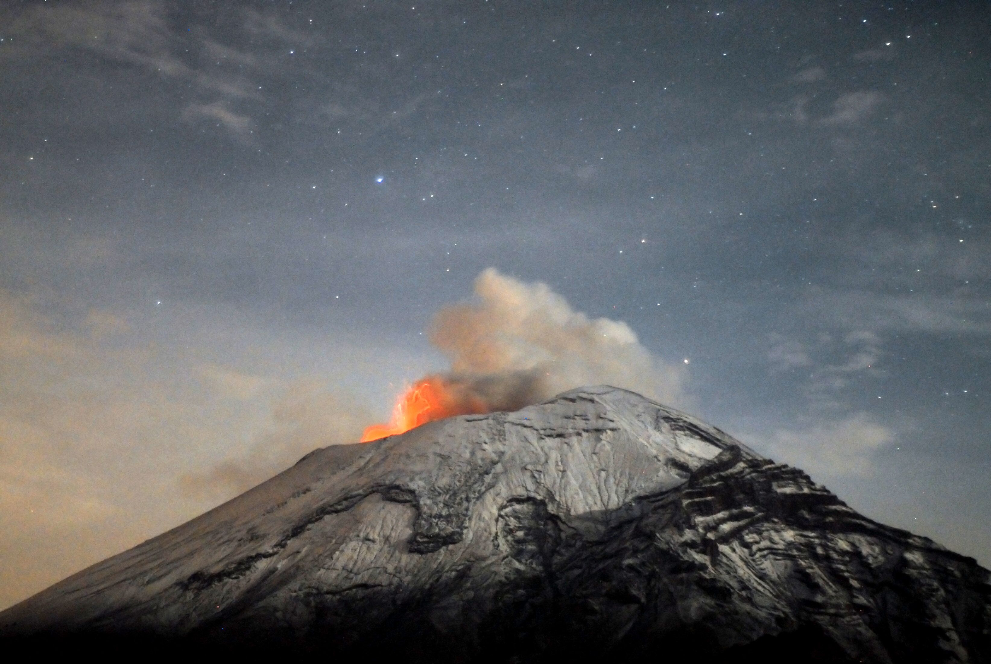 A cloud of ash belches out of Mexico's Popocatepetl volcano (File)