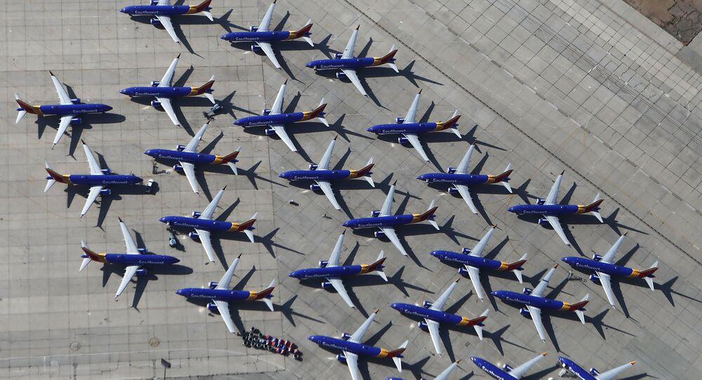 Самолеты Southwest Airlines Boeing 737 MAX в аэропорту в Викторвилле, штат Калифорния
