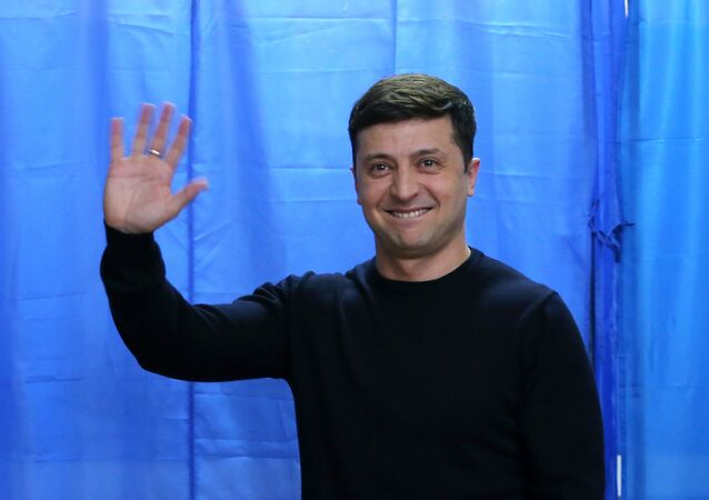 Ukrainian presidential candidate, comedian Volodymyr Zelenskiy votes at a polling station on 31 March, 2019