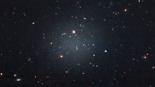The central smudge in the center of the image is NGC 1052-DF2, the first galaxy discovered by astronomers containing little to no dark matter - Sputnik International