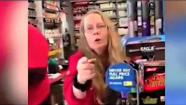 Gas Station Employee Verbally Abuses US Citizen for Speaking Spanish - Sputnik International