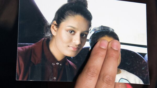 FILE PHOTO: Renu Begum, sister of teenage British girl Shamima Begum, holds a photo of her sister as she makes an appeal for her to return home at Scotland Yard, in London, Britain February 22, 2015. - Sputnik International