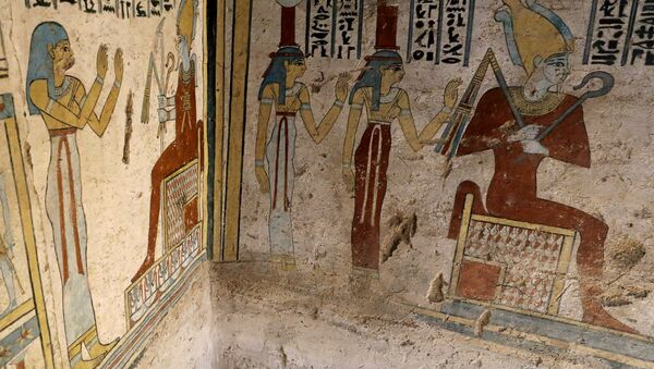 Preserved wall paintings inside the newly discovered burial site, Tomb of Tutu, at al-Dayabat, Sohag - Sputnik International