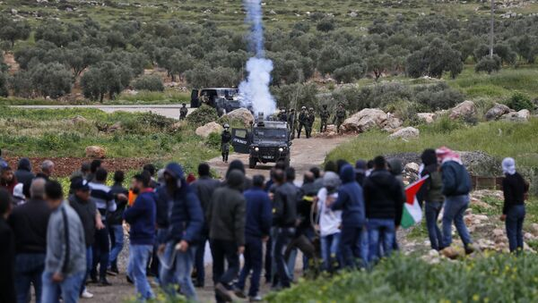 Palestinian protesters face Israeli troops during clashes following a demonstration in the village of Mughayir in the Israeli-occupied West Bank - Sputnik International