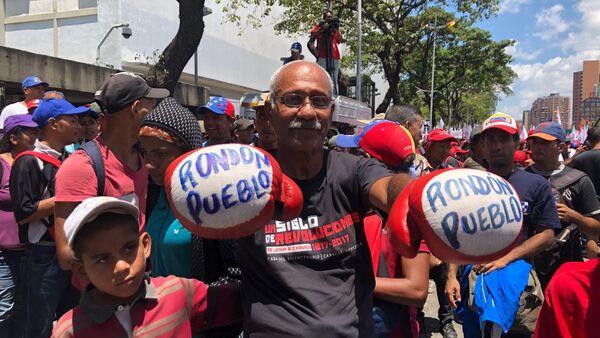 Manifestante de la marcha chavista convocada en Venezuela el 6 de abril de 2019 - Sputnik International