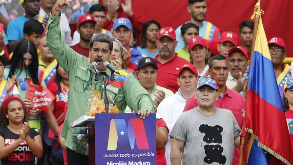 Argentina's former star player Diego Armando Maradona, right, listens to Venezuela's President Nicolas Maduro speaking during his closing campaign rally in Caracas, Venezuela, Thursday, May 17, 2018 - Sputnik International