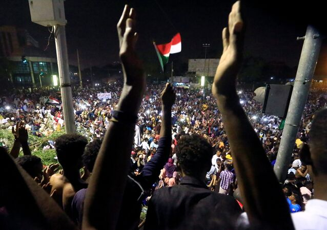 Sudanese demonstrators gather as they attend a protest rally demanding Sudanese President Omar Al-Bashir to step down, outside Defence Ministry in Khartoum, Sudan April 10, 2019