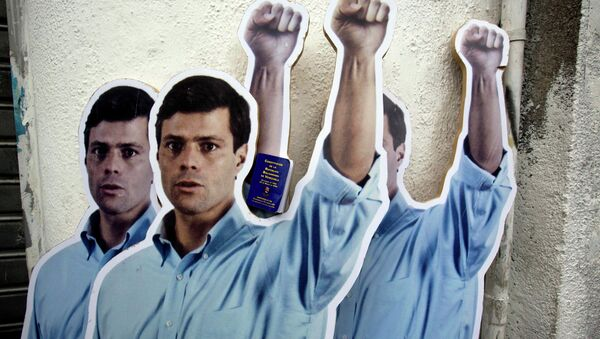 Supporters placed life-size cardboard cutouts of opposition leader Leopoldo Lopez outside the Justice Palace as the trial against Lopez for inciting violence at anti-government protests began, in Caracas, Venezuela, Wednesday, July 23, 2014 - Sputnik International
