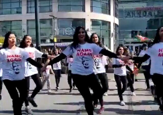 Namo Supporters Danced In London, NRI's also Wants Namo Again 2019 JOIN NAMO LAHAR