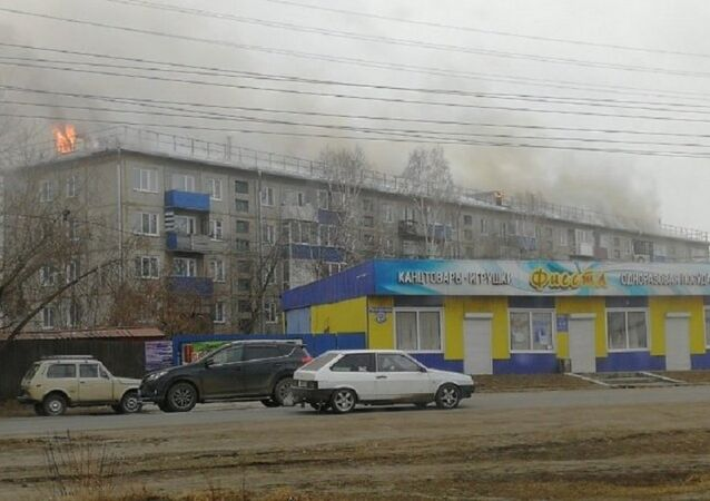 2,000 Square Meter Roof of Residential Building Burns in Kansk, Russia