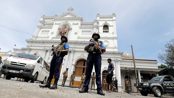 Sri Lankan military officials stand guard in front of the St. Anthony's Shrine in Colombo after explosion. - Sputnik International