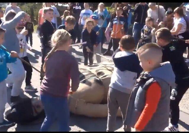 Polish children beating effigy of Judas