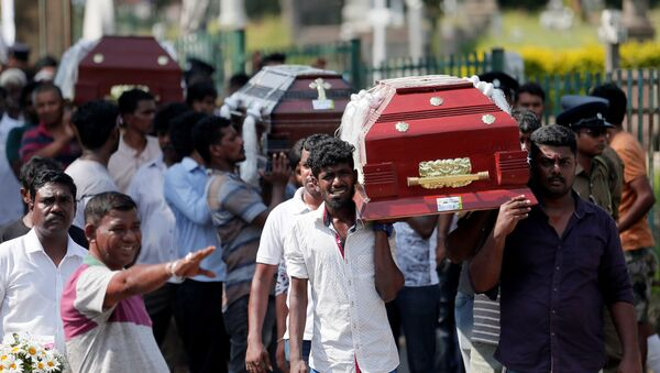 Coffins of victims are carried during a mass for victims, two days after a string of suicide bomb attacks on churches and luxury hotels across the island on Easter Sunday, in Colombo, Sri Lanka April 23, 2019. - Sputnik International