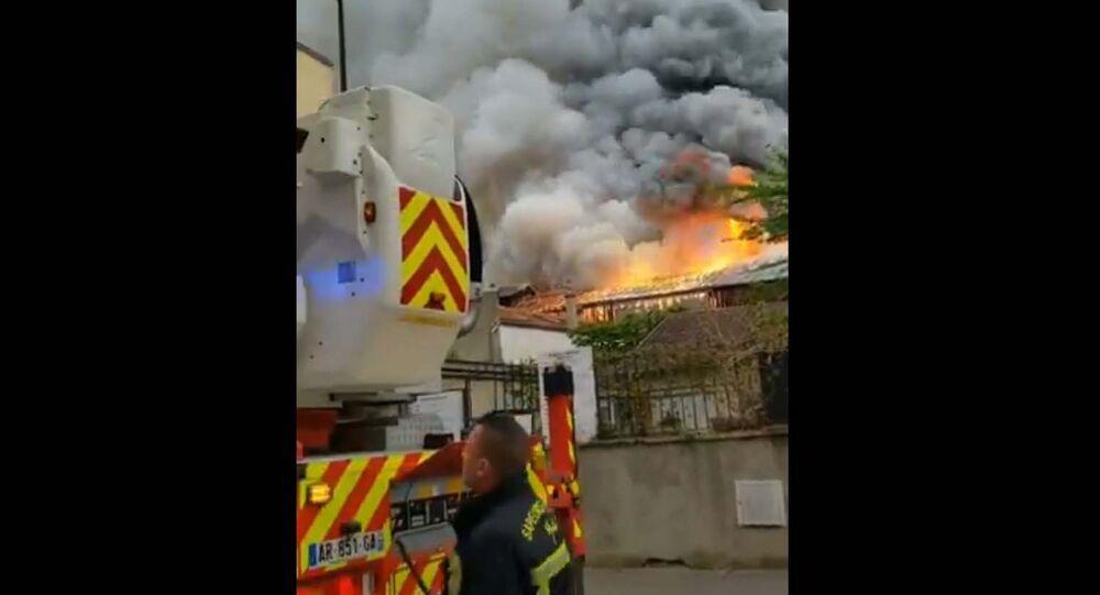 Massive blaze in Versailles