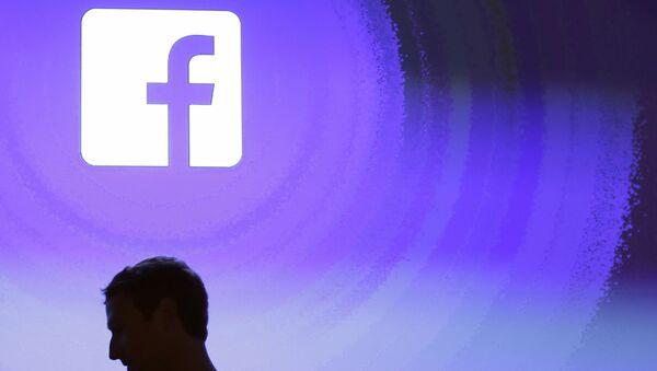 April 4, 2013 file photo, Facebook CEO Mark Zuckerberg walks at the company's headquarters in Menlo Park, Calif. - Sputnik International