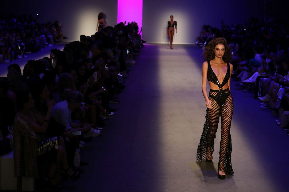 Some Like It Hot: Sensual Outfits at Brazil Fashion Week