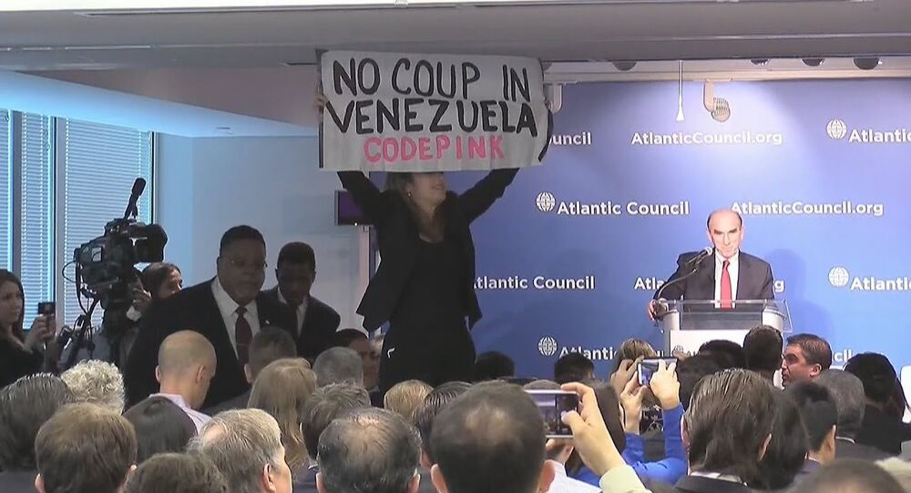 Ativista interrompe enviados dos EUA para Venezuela