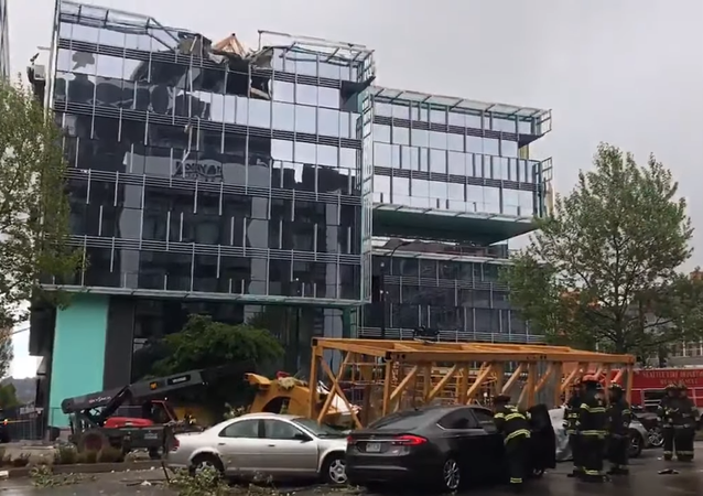 Crane collapses in Seattle