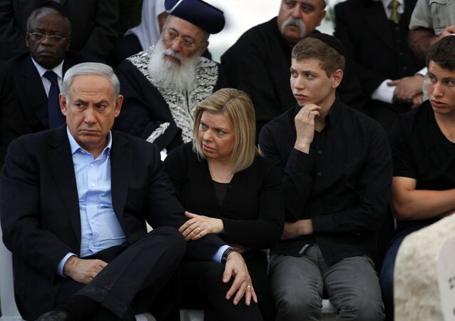 Israeli Prime Minister Benjamin Netanyahu, his wife Sara and their sons Yair and Avner (R)