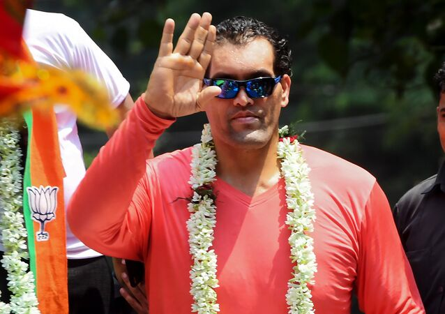 Indian professional wrestler Dalip Singh Rana known as 'The Great Khali' of the World Wrestling Entertainment (WWE) company, gestures as he joins the rally of Bharatiya Janata Party (BJP) candidate for the Jadavpur constituency, Anupam Hazra (unseen), in Kolkata on April 26, 2019