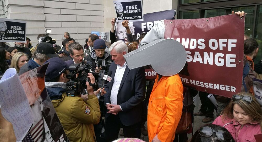WikiLeaks Editor Defends Assange in Speech Outside Westminster Magistrates' Court