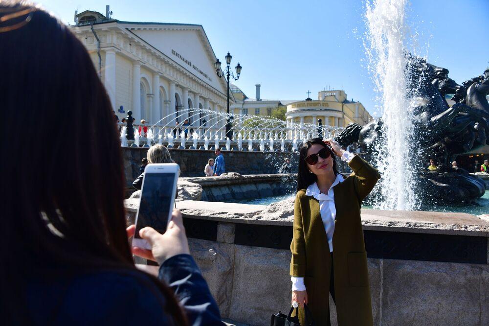 Girls Take Pictures in Manezhnaya Square