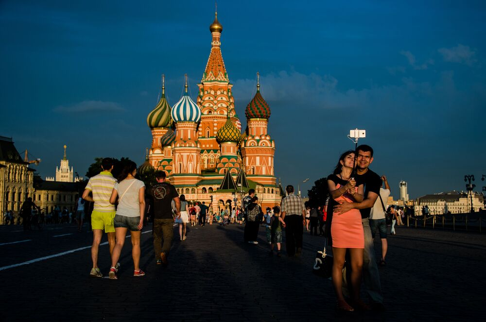 Citizens and Tourists at the Red Square