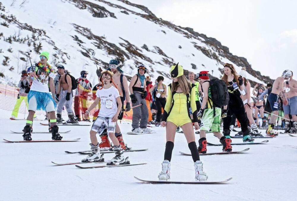 Hot Girls, Dinosaurs, and Spartans: 2019 Snowy Bikini Festival