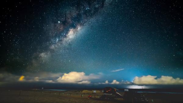 Lightning Storm Appears Amidst Milky Way Timelapse Footage  - Sputnik International