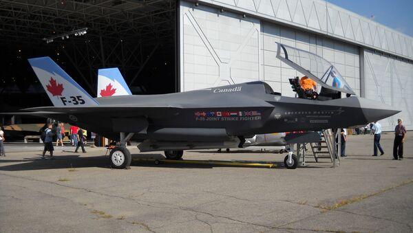 File: A wooden mock-up of the F-35 in Canadian Forces markings - Sputnik International