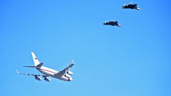 Putin's Plane Be Escorted by Six Su-57 Jets on Way to Astrakhan Region - Sputnik International